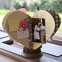 Great hand-made gift idea: DIY Heart-Shaped Mini Album