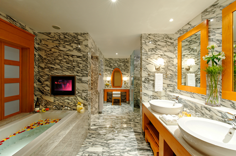 4) Hotel Michael - Bathroom_low