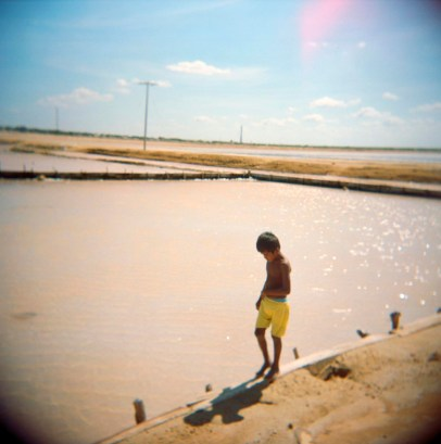 A local indigenous child walking along the sale mines in Manaure.