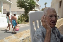 """Nuclear disaster in Almería, Spain. Joaquín is a fisherman of Villaricos, he was the neighbor's spokesman after disaster. Despite his efforts only to the people of Palomares got attention; the villages of Villaricos, Vera and Garrucha were never included in the subsequent Indalo Project, even finding a few distance from the radioactive components and therefore vulnerable to aerosols of plutonium powered by wind and possible leaks on land and sea . He remember well the first hours when neighbors quieted aircraft fire and rescued the pilots, without nuclear protection staff. """"We were a long time without being able to fish and we haven't received any aid"""". From the terrace of his house, he marks the point in the sky where the accident occurred."""