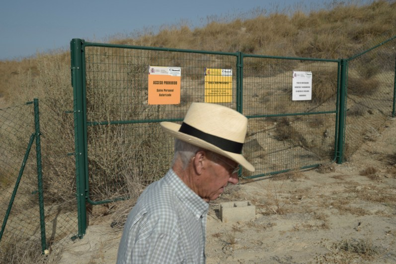 Nuclear disaster in Almería, Spain. Given the scale of the disaster, the warning signs in fenced areas seems terse and insufficient, against the potential danger that represent. In the picture the main entrance of zone2.