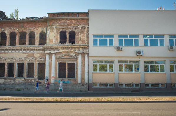 Tuzla, Bosnia-Erzegovina. Areas with more fractures and faults correspond to areas where buildings have been demolished and the ground leveled. These areas have been heavily modified by human restoration works or redevelopment. However, fractures on the roads in the city center are still evident as in the areas where there are still old buildings.