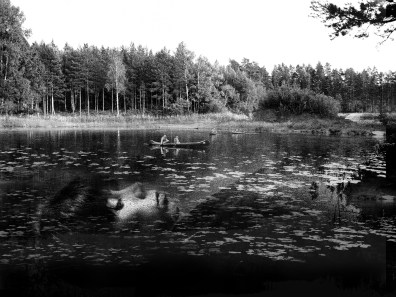 Autoportrait dans le lac