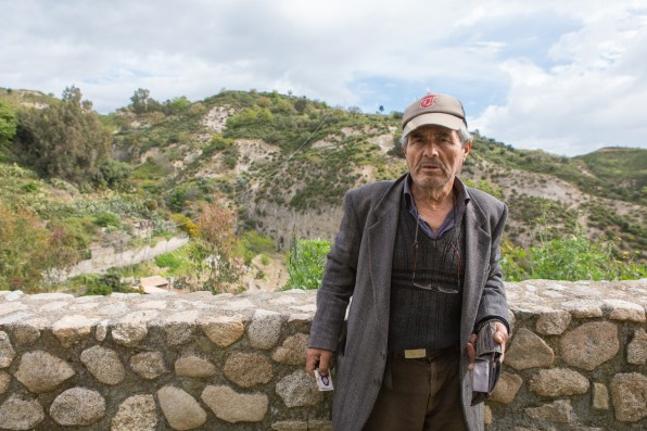 Raffaele, 64 anni, è la mRaffaele, 64, is the historical memory of Riace. After having a bar in the town center, now he works as a farmer in the plots of land that have been redevelopment in the last few years through the terraces.