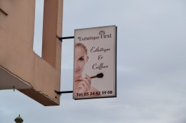 A sign in French advertises a Marrakech beauty center for the care of female beauty.