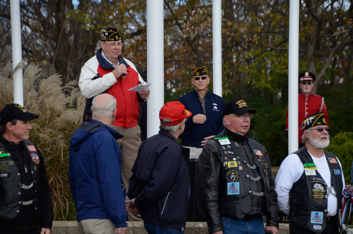 Navy veteran explains the difference between Memorial Day ...