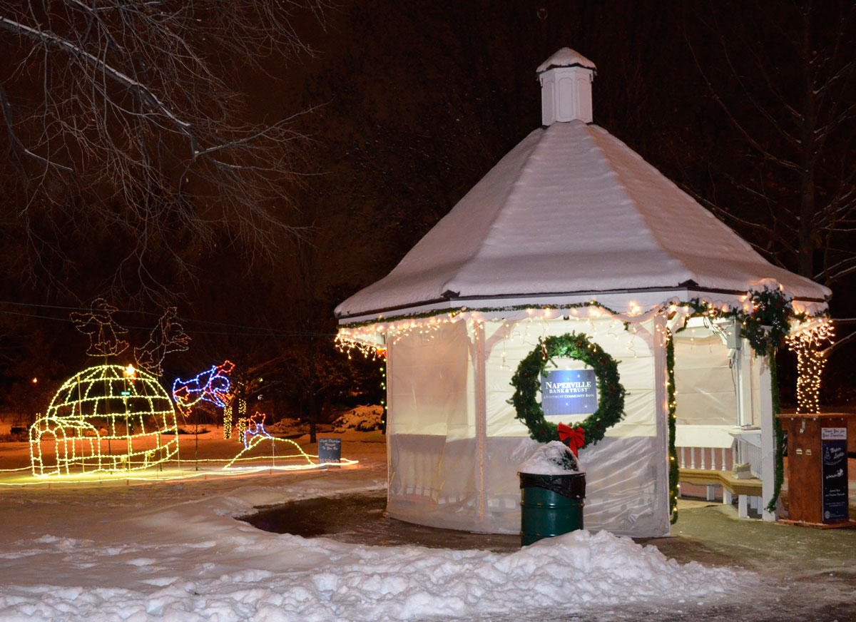 Naper Lights comes to life with colorful movement this holiday ...