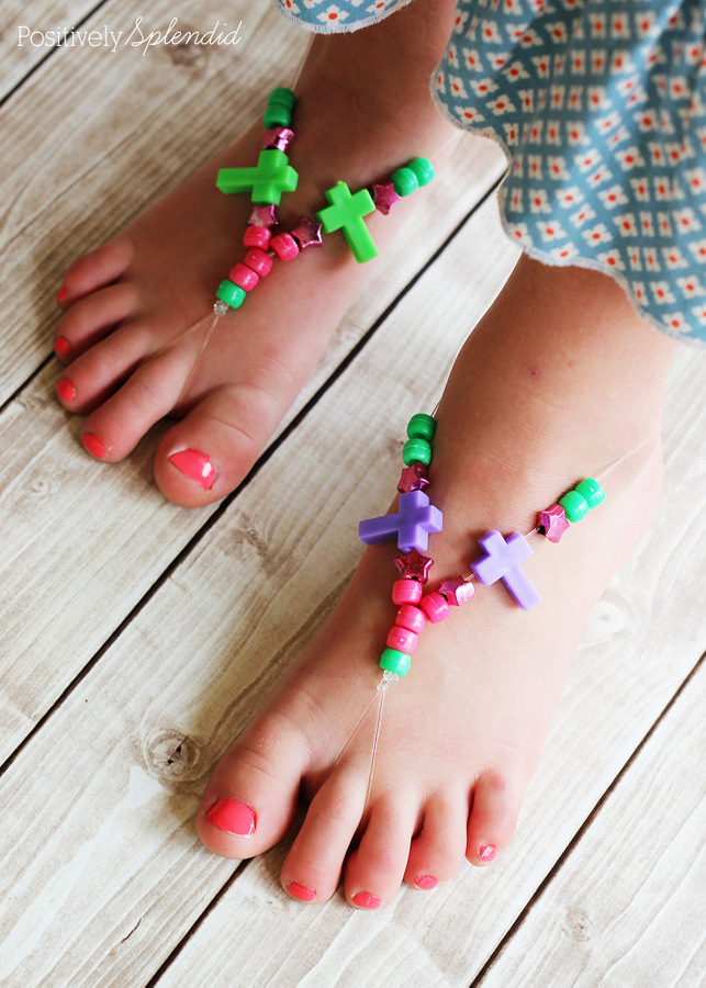 """These barefoot """"sandals"""" made with stretch cord and beads are such a fun kids' craft project!"""