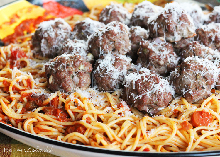 Delicious baked meatballs. These are SO easy, and perfect for making ahead and freezing for an easy weeknight supper!