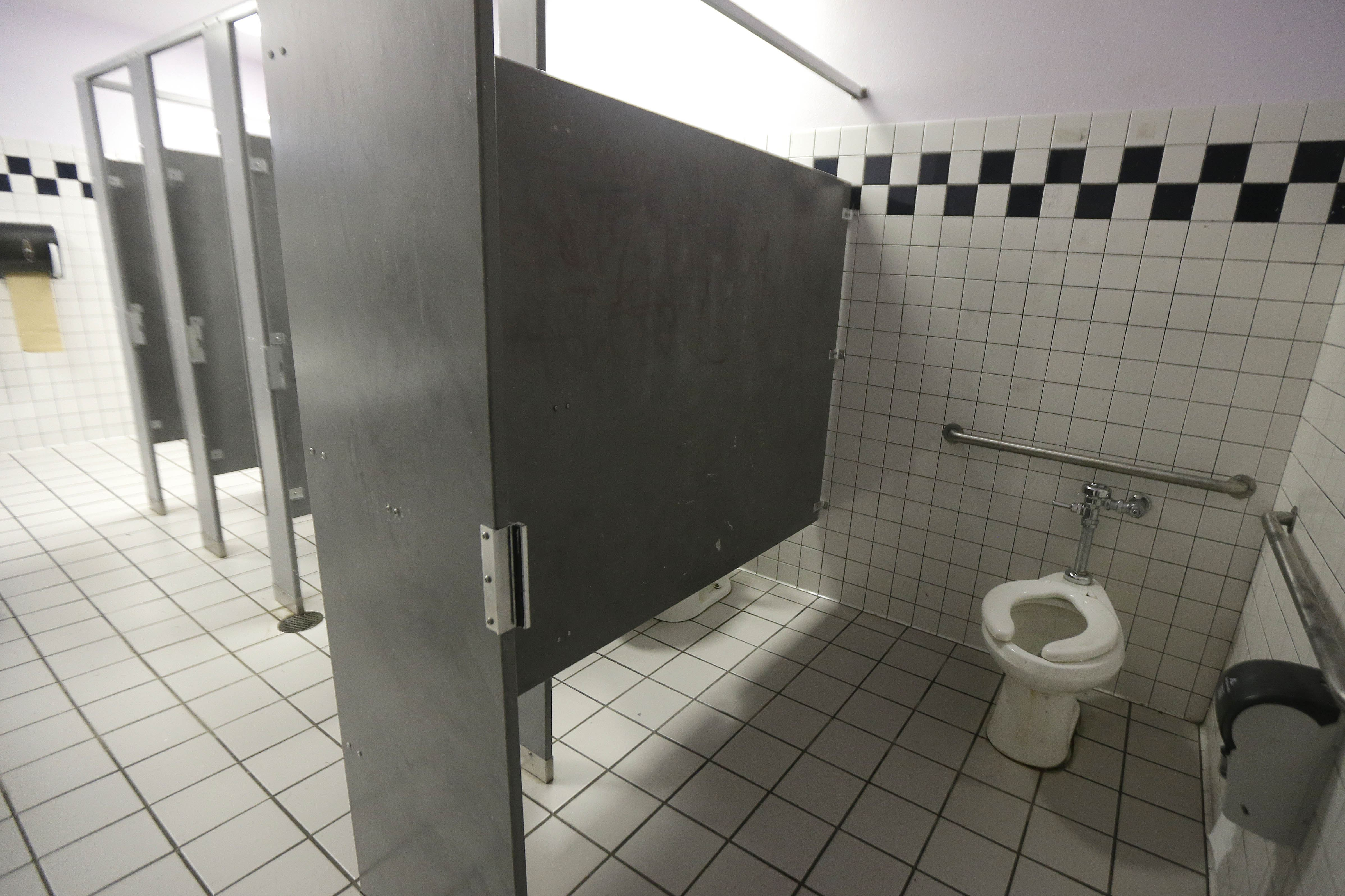 Ask Natalie Mens room is no place for a woman  Pittsburgh PostGazette