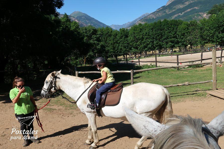 Montando a caballo - Postales para Mamá
