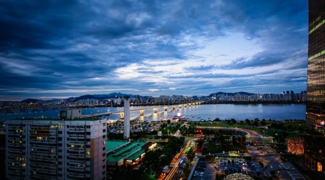 Photo at dusk of the Han River in Seoul, South Korea