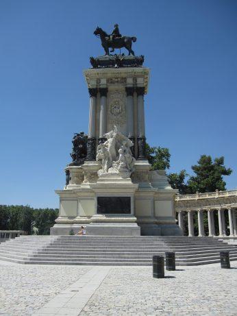 Madrid: Palaces and Napolitanas