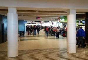 airport etiquette
