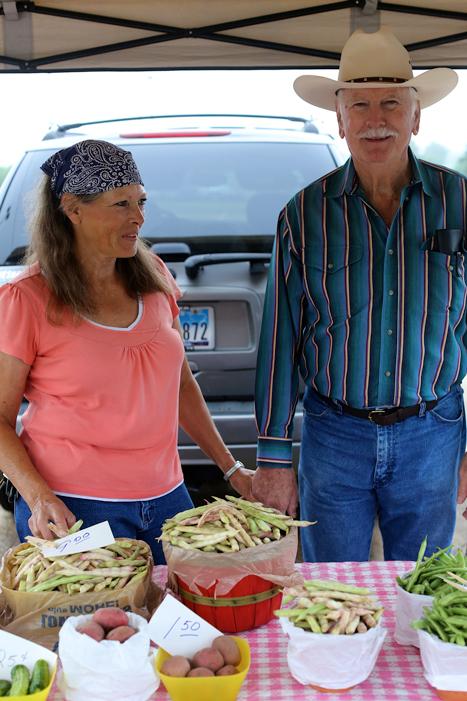 Farmer's-Mkt-West-Couple