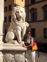 V with lion