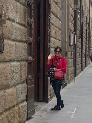 Victoria Loving Florence