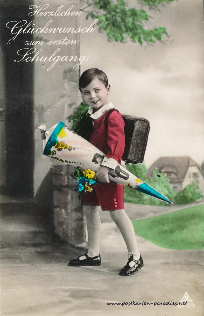 Historische Postkarte zum 1. Schultag Junge mit Schultüte
