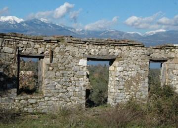 Αράκυνθος: Οι τοίχοι που αντιστέκονται στον χρόνο…