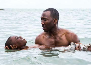 Moonlight: Η σκληρή ενηλικίωση ενός νεαρού μαύρου. Οχτώ υποψηφιότητες για Όσκαρ