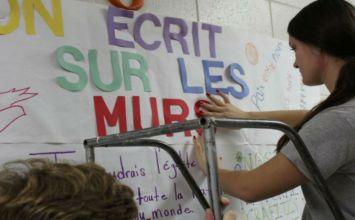 """""""Ας γράψουμε στους τοίχους μηνύματα αγάπης"""""""