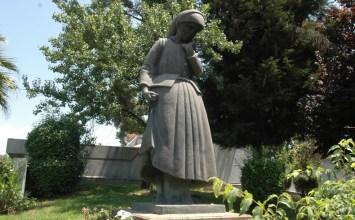 «Η Μάνα» του κορυφαίου γλύπτη Χρήστου Καπράλου
