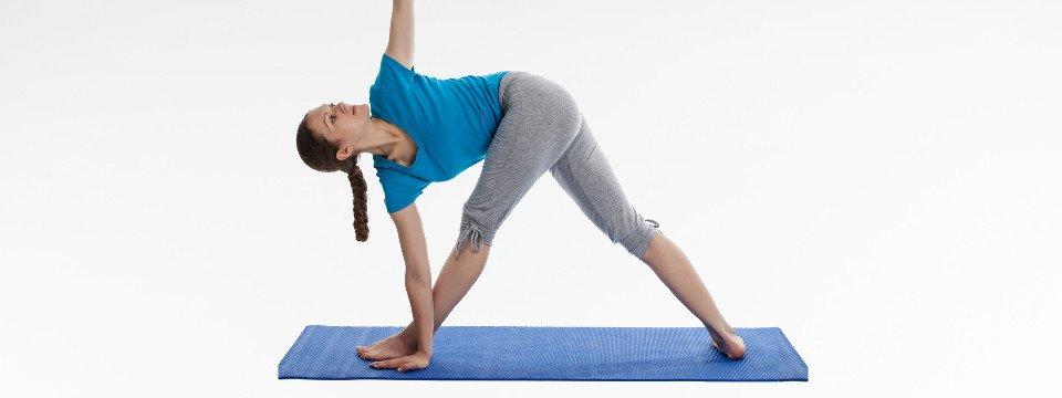 Postura del Triangolo con Rotazione – Yoga