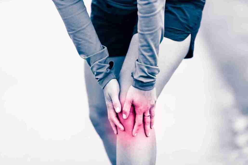 Ragazza con dolore al ginocchio sinistro - Foto per Testimonianze Video con Categoria Piedi e Gambe