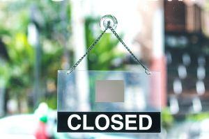 closed signage at daytime
