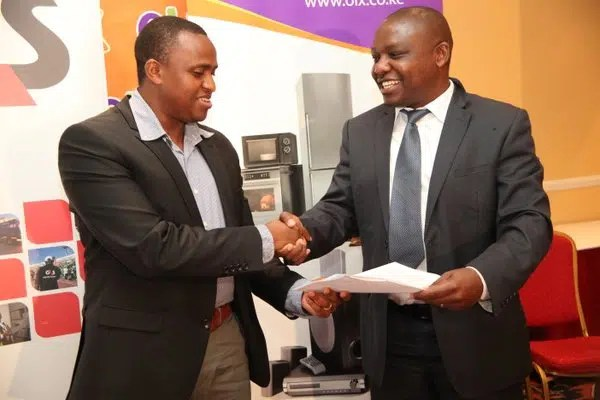 OLX Kenya and G4S sign agreement to work together. Image from https://twitter.com/OLXKenya