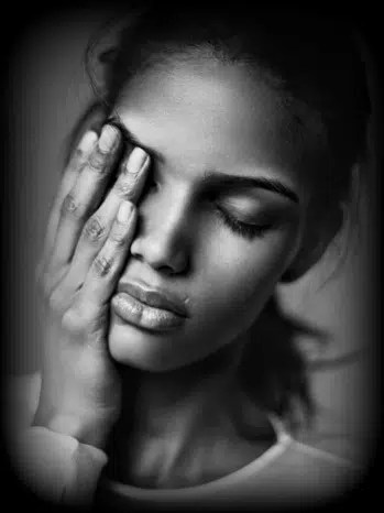 Lady crying. Image from http://ow.ly/YIue5