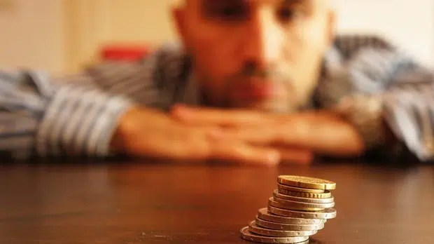 Going through a financial crisis. Image from http://www.todayschristianwoman.com/articles/2010/january/fourprayersforyourfinancialcrisis.html