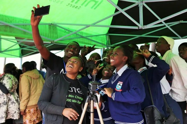 Students taking a selfie with the Infinix team. Image courtesy of Infinix Kenya