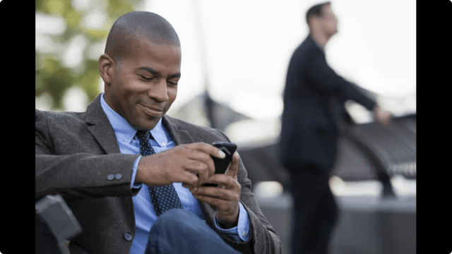 A man flirting via text message. Image from https://greennews.ng/how-to-flirt-with-a-babe-via-text/