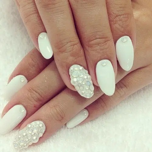 This image has an empty alt attribute; its file name is White-Nails-With-Pearls-Nail-Art-Design.jpg