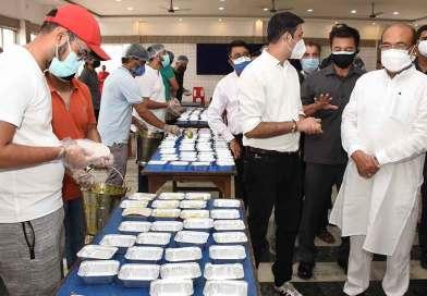 Biren appreciates market community for providing meals at Covid Care centres