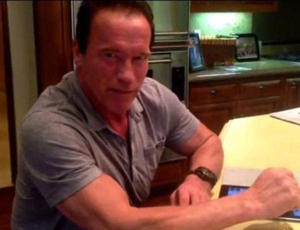Arnold Schwarzenegger s'abonne à Charlie Hebdo : « Je me tiens aux côtés des Français »