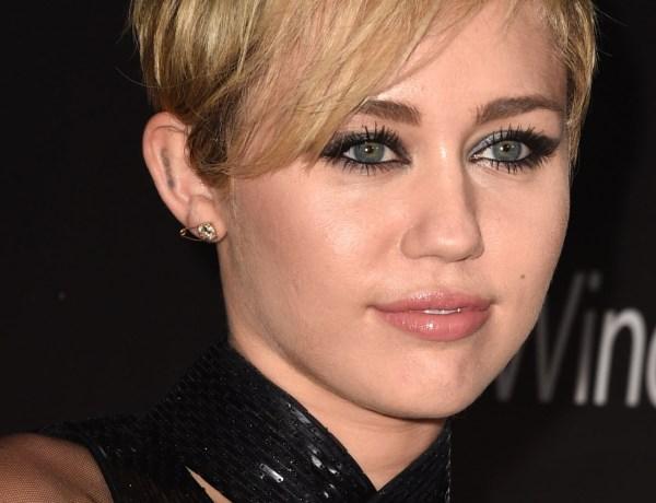 Miley Cyrus : Elle s'amuse avec les seins de Katy Perry !