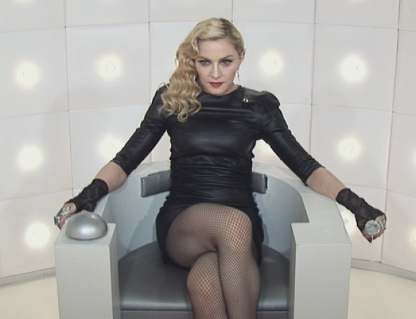 Madonna se caresse dans Le Grand Journal, Luz montre son sexe !