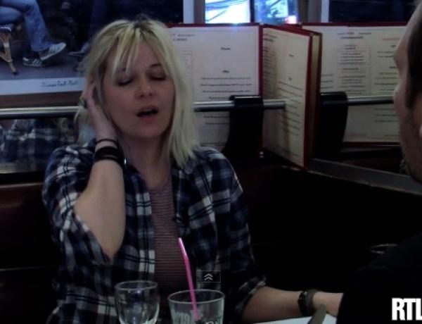 Quand Flavie Flament simule un orgasme… en plein milieu d'une brasserie !