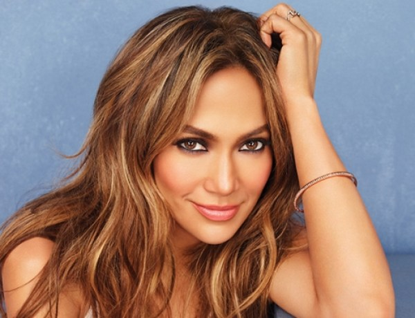 Très sexy, Jennifer Lopez s'affiche dans une robe ultra transparente ! (PHOTO)