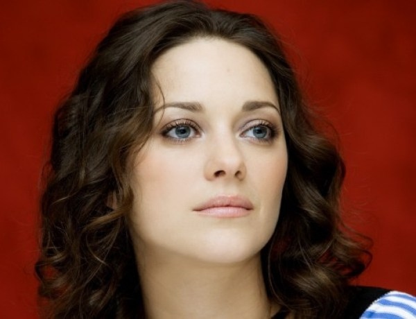 Attentats à Paris : Marion Cotillard adresse un message d'amour à Paris