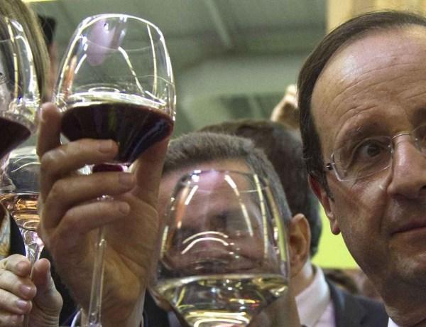François Hollande refuse un repas car il n'y a pas de vin à table !