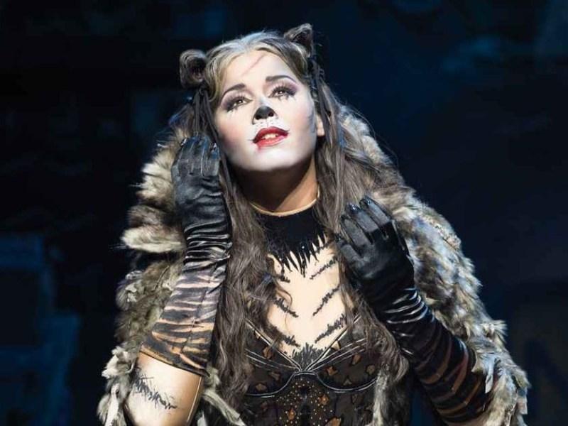 Chim ne badi sa grande premi re dans le musical cats for Le miroir chimene badi