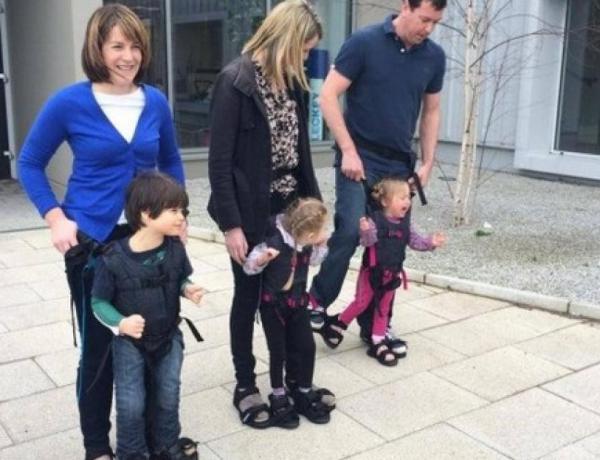 Un enfant handicapé marche pour la première fois…