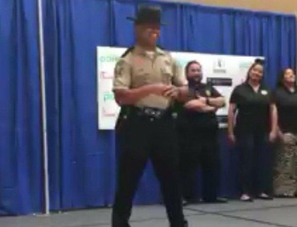 Ce policier est possédé… par Beyoncé !!!