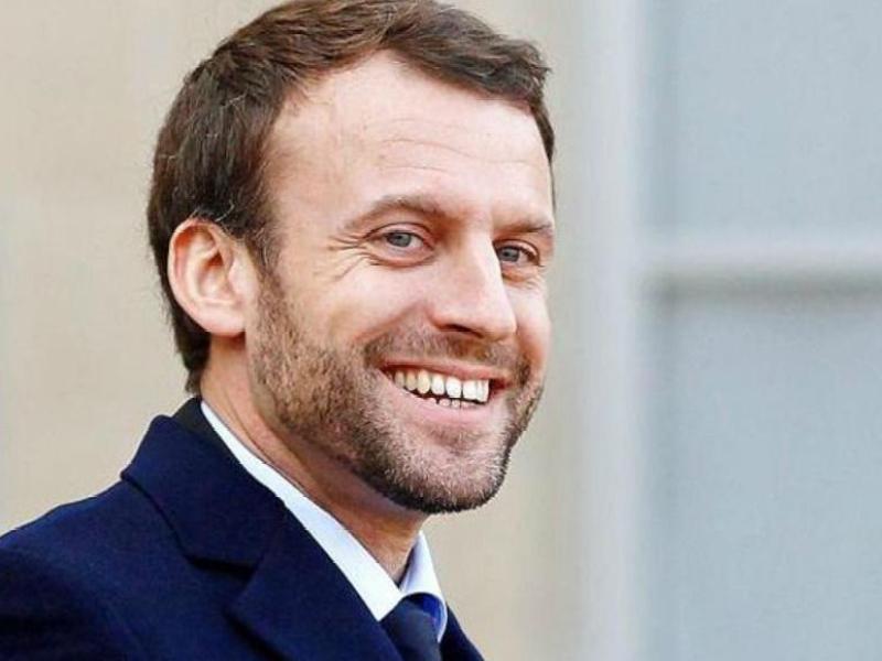 Emmanuel Macron : des lycéens sèchent les cours pour le voir, il leur signe un mot d'excuse.