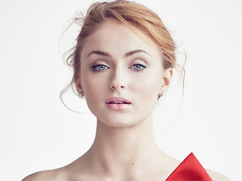 Game of Thrones : Sophie Turner rayonne au défilé Louis Vuitton !