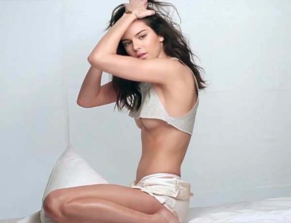 Kendall Jenner ose la lingerie transparente pour un événement spécial !