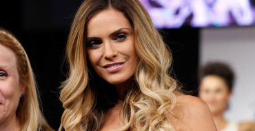 Clara Morgane ultra sexy en body transparent